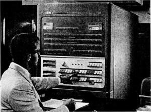 слика 4. IBM 704 и оператор